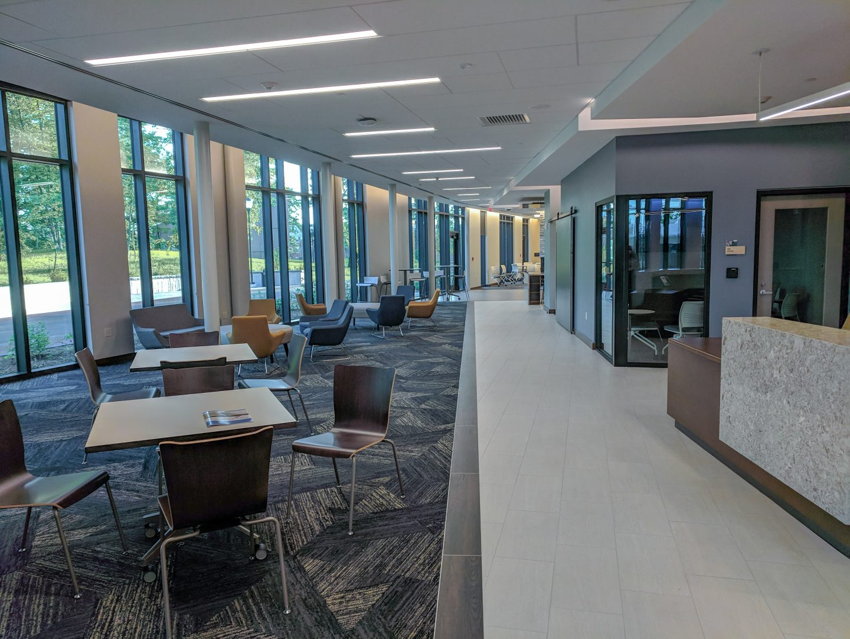 The lobby of Kingston has plenty of space.